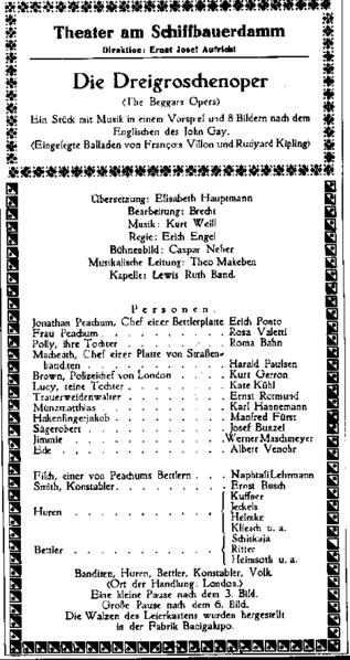"""Bildunterschrift: Die """"Dreigroschenoper"""" wurde im """"Theater am Schiffbauerdamm"""" uraufgeführt, Berlin 1928 Rechteinhaber: Gemeinfrei https://commons.wikimedia.org/wiki/File:Dreigroschenoper_program_notes_1928.png"""