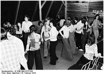 1976, Disko im Keller der Oberschule von Brand Erbisdorf während einer Jugendweihefahrt.